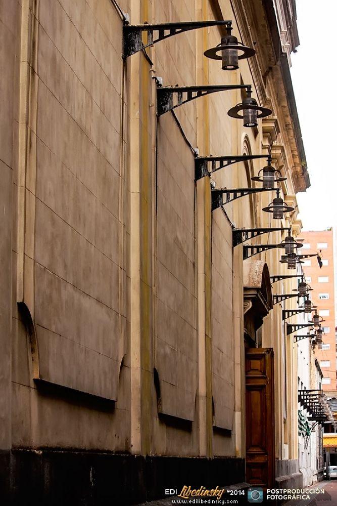 Paseo por el Barrio de Flores - Buenos Aires by Edi Libedinsky