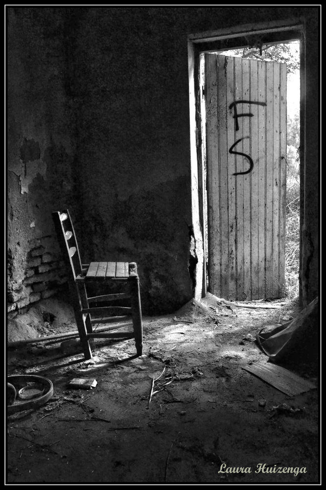 La silla que espera by laurahuizenga1