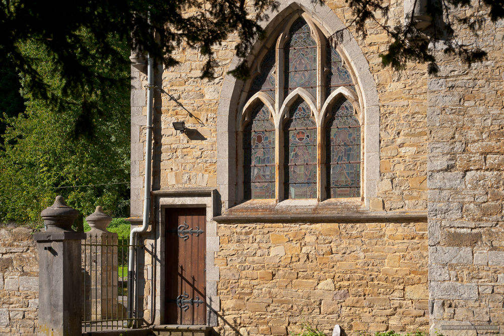 Vieille église à Marche-les-Dames, Belgique by Thierry Preusser