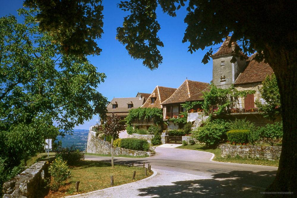 Petit village du lot, près de Padirac by Thierry Preusser