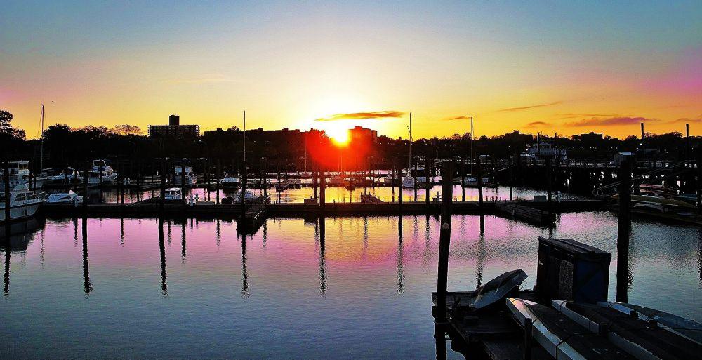 Sunset reflections, NY by Liborio Drogo