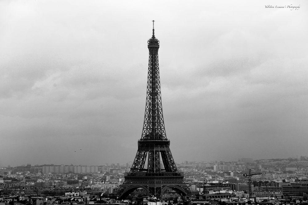 Paris B-W by ylesmana