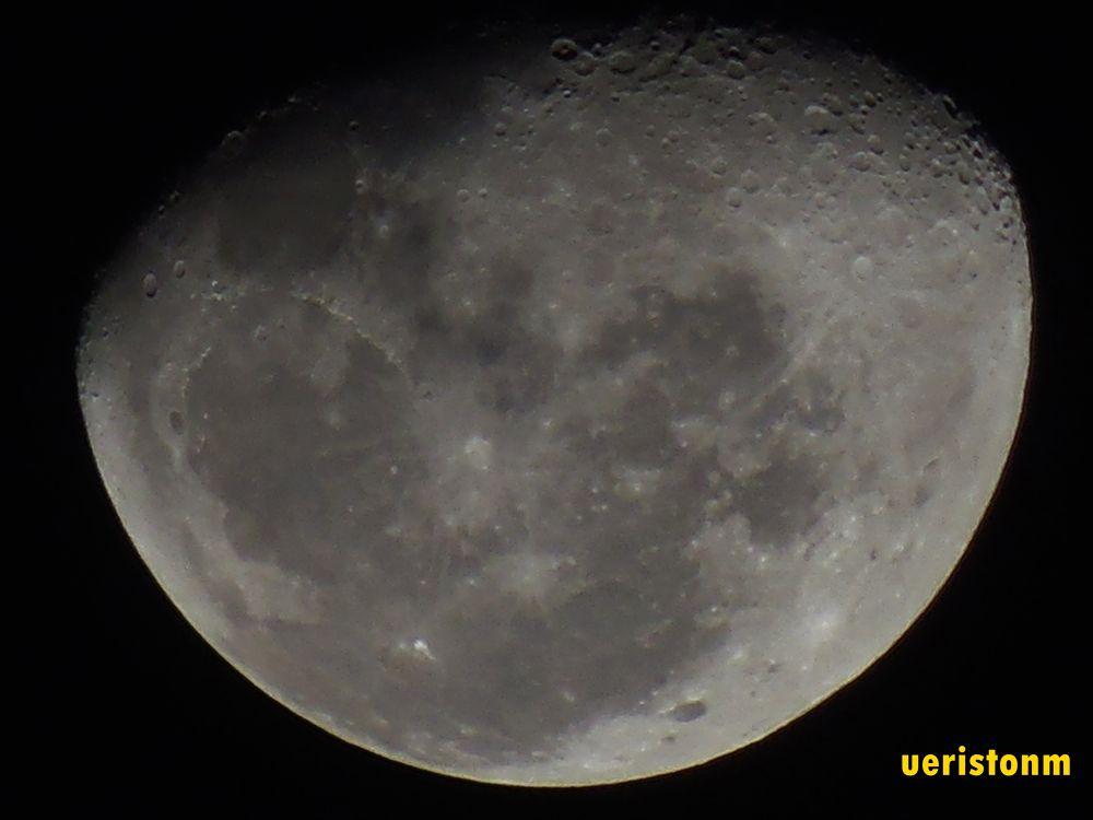 photo of the moon now by Ueriston Machado