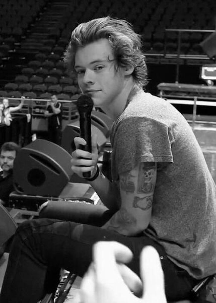 On stage!! by Harry Styles (✔)