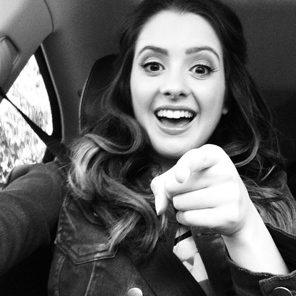 hello! :) this is official Laura Marano's profile. fan me by Laura