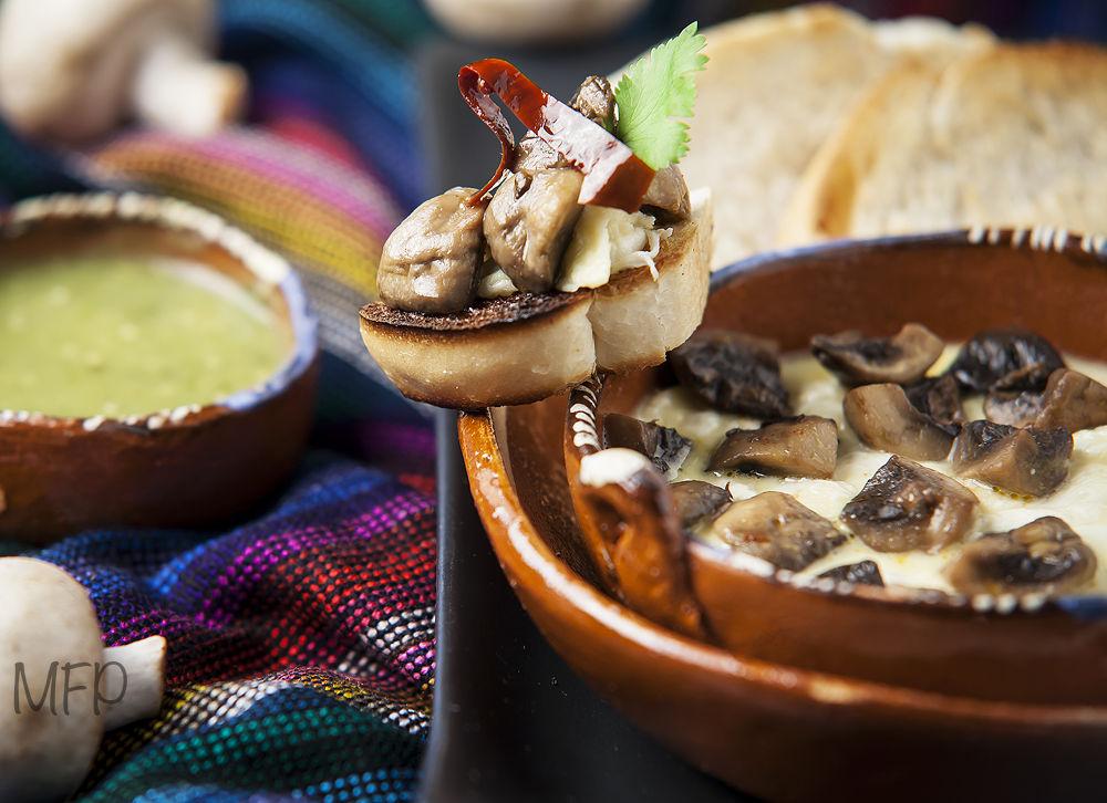 Queso fundido con champiñones by MexicoFoodPhotograph