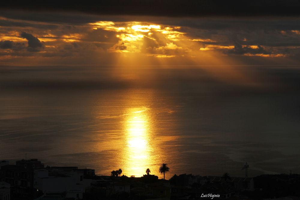 _MG_9677 - copia Silhouettes at sunrise. by Luis Higinio Hernandez Pablo