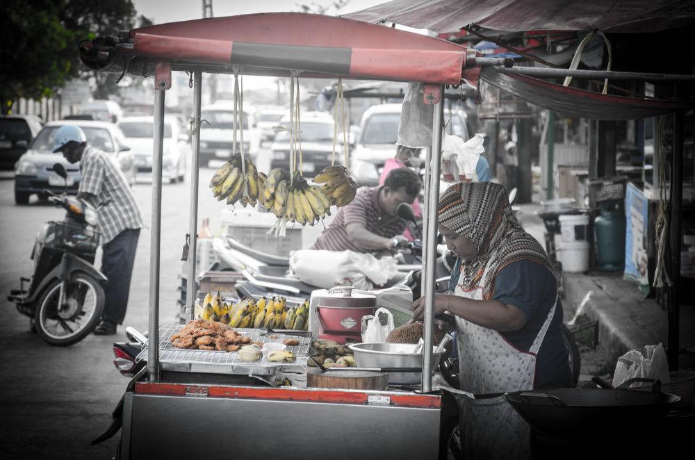 กล้วยทอด ชุมชนเก้าเส้ง สงขลา by Hifzan Yosof