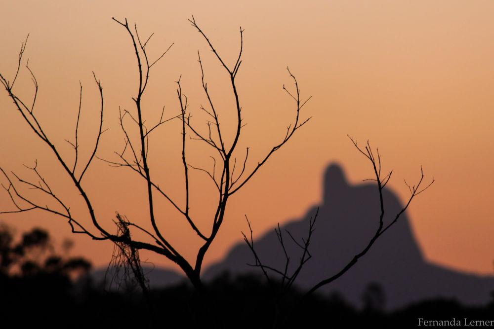 Pico do frade, ou seria um duende (da esquerda para a direita) ou seria um anão( da direita para esq by Fernanda Lerner