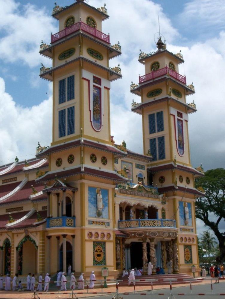 Vietnam-Cao-Dai-Temple-100 by Arie Boevé