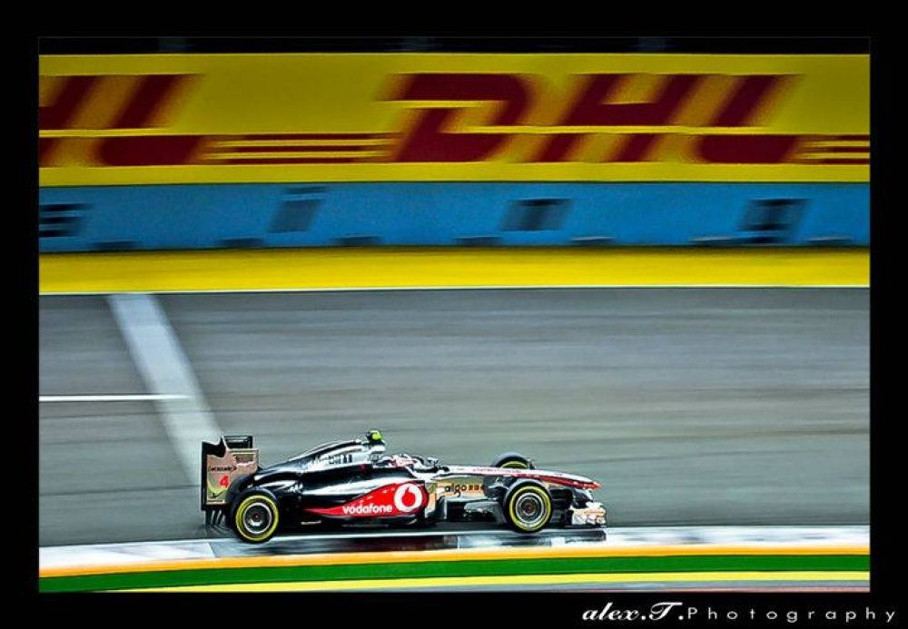 Zooming moment (DHL) - Singapore by Alex T Photography