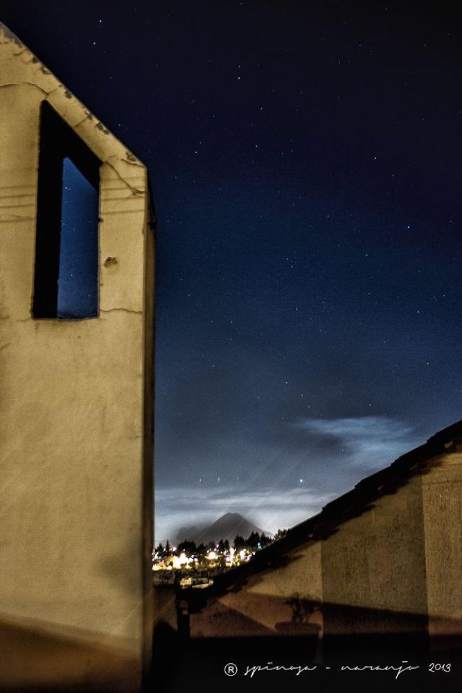 Volcán y Noche de Estrellas by joseluisespinosanaranjo