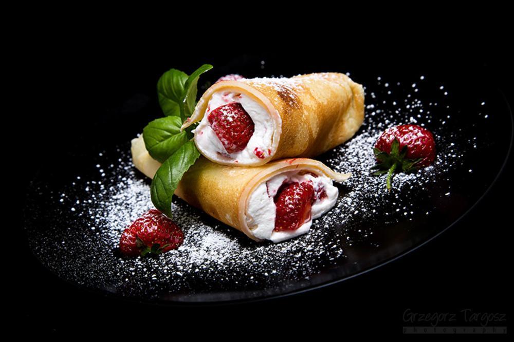 Pancakes with strawberries by gregta