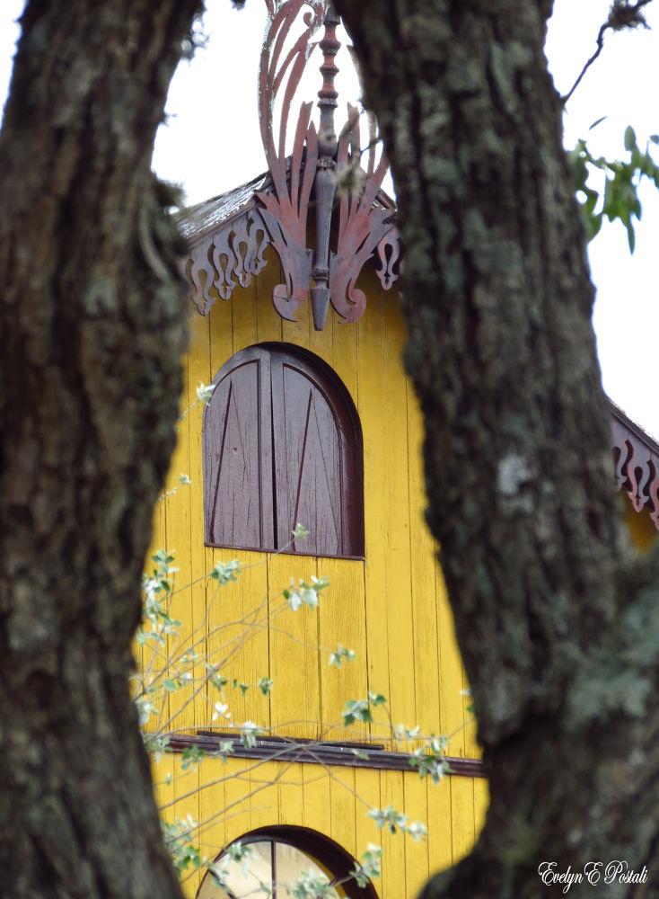 Arquitetura em madeira - Antônio Prado, RS. Patrimônio Histórico e Artístico Nacional. by Evelyn Postali