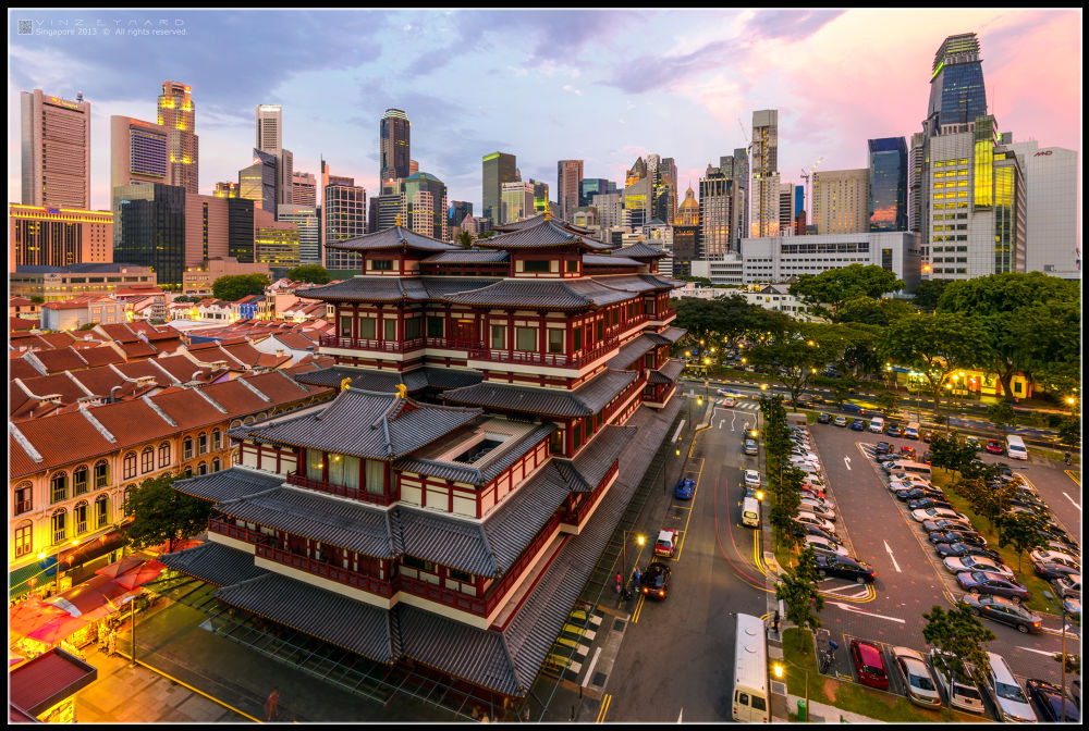 Buddha Tooth Relic Temple by Vinz Eymard