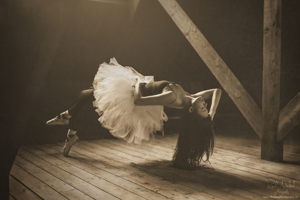 attic dance by R nadal photography.nl