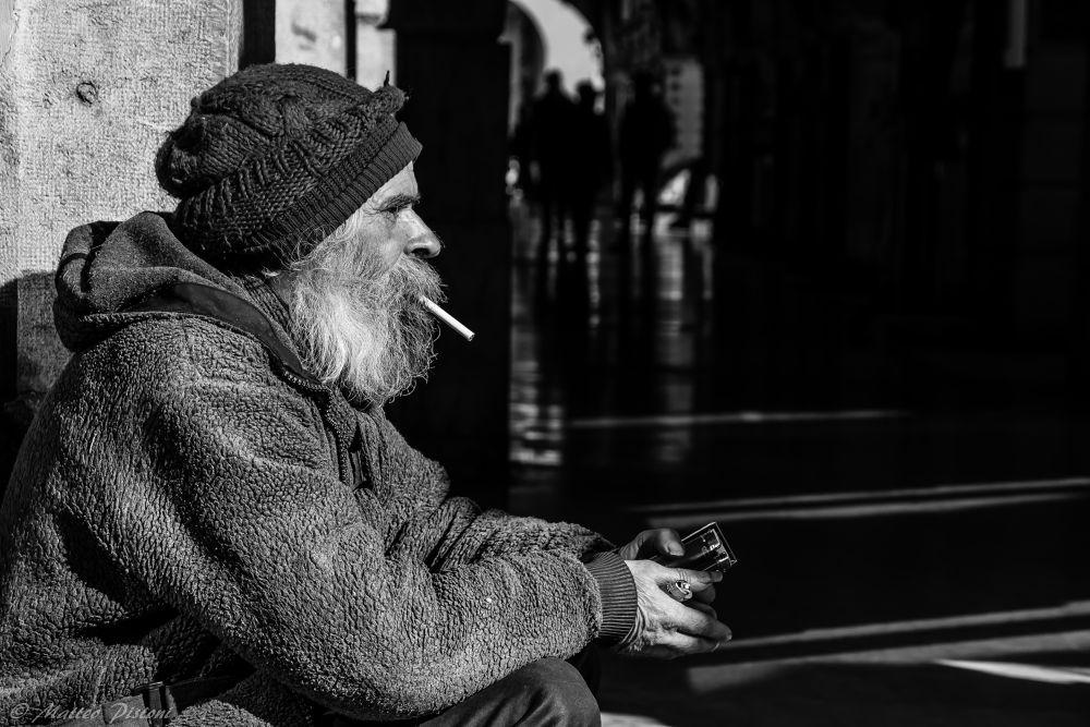 Please.. One cigarette (Verona - February 2014) by Matteo Pistoni