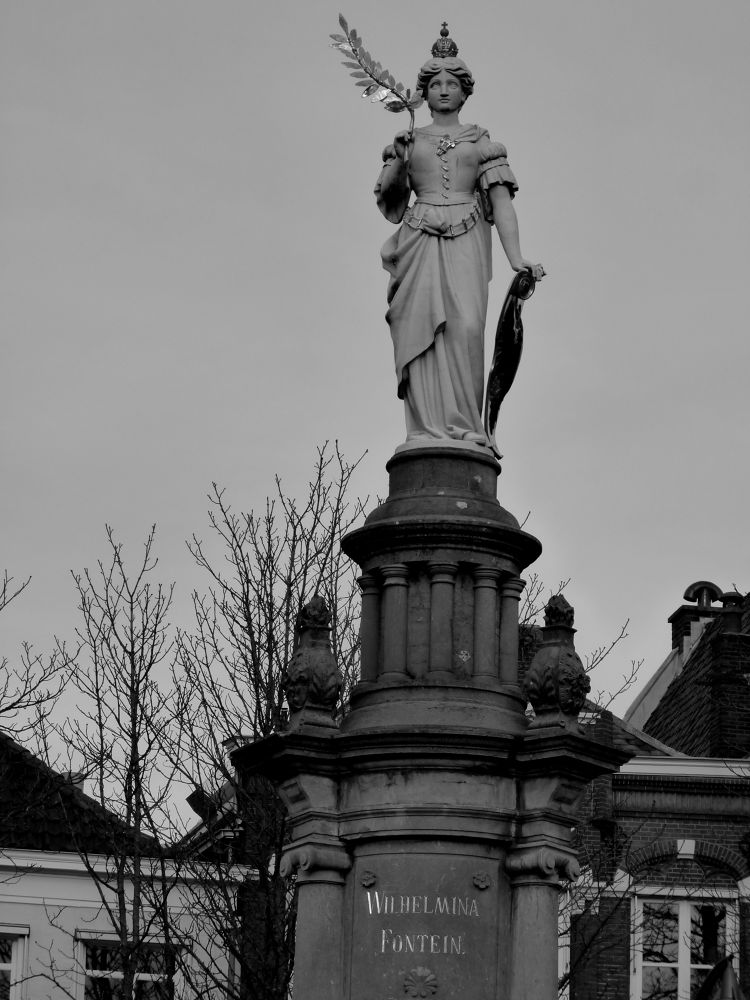 Statue in Deventer (NL) by TheaPots