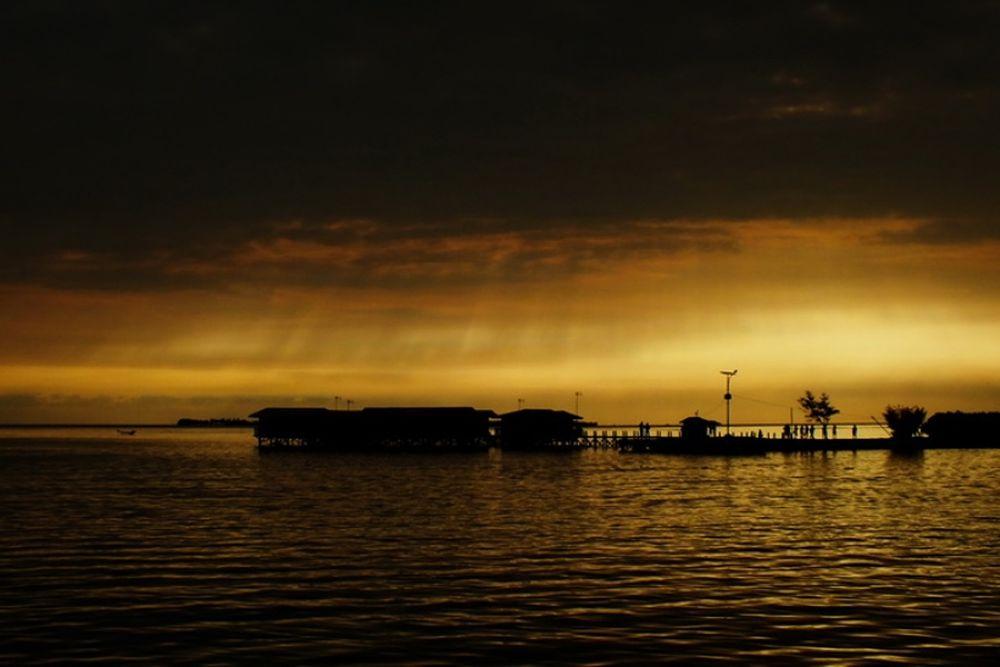 Rain Of Light @ Tidung ISland by Ibnu33