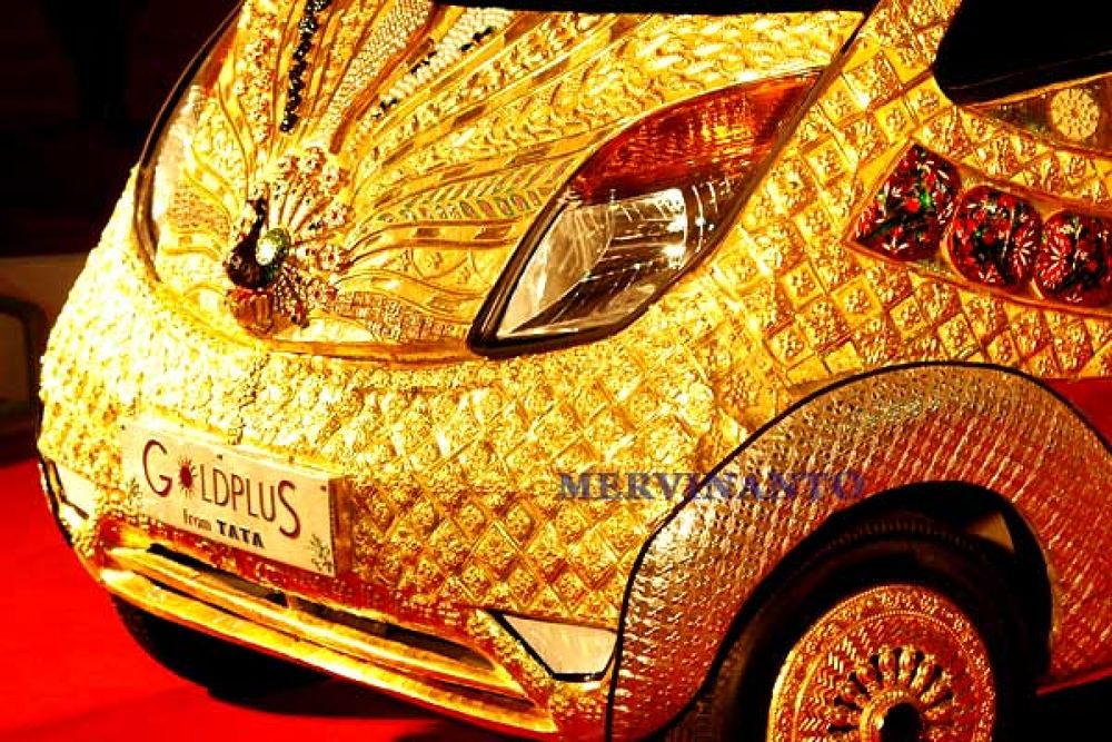 gold car by mervinantov