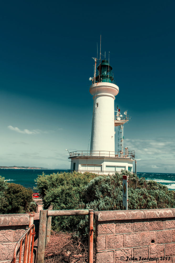 Point Lonsdale Lighthouse by torcasiojohn