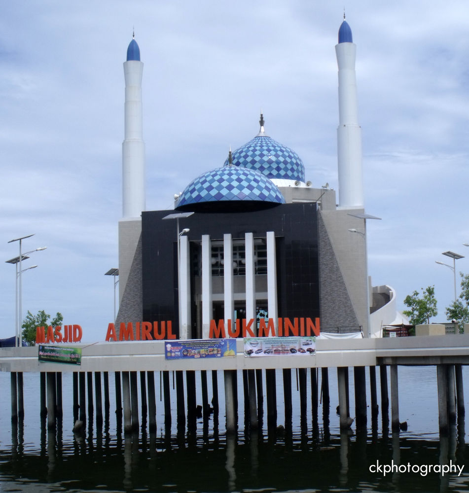 Amirul Mukminin Mosque by Callvin