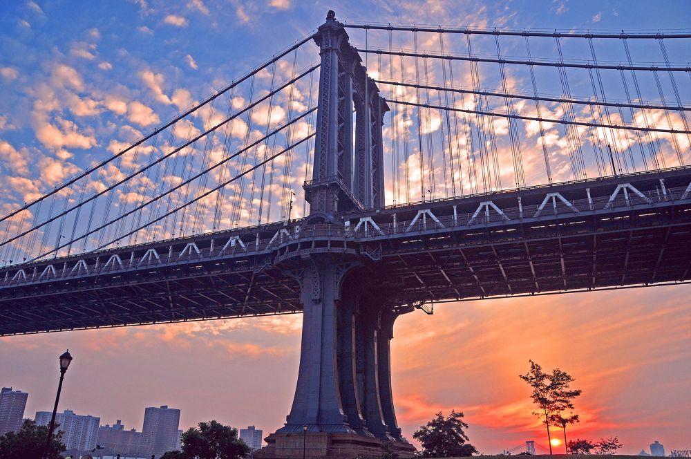 Manhattan Bridge at Sunrise by Newyorkexposure