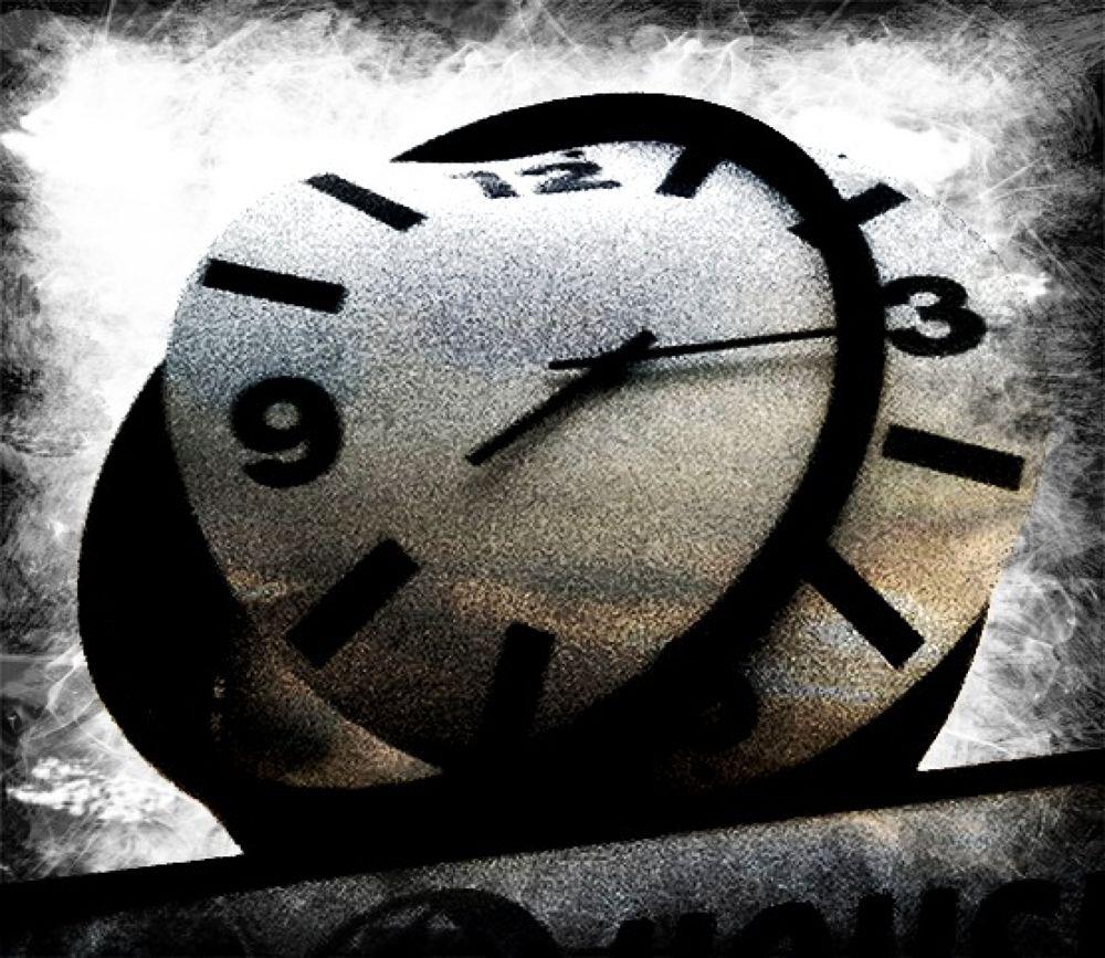 Escaping Minutes by eddiesantillo