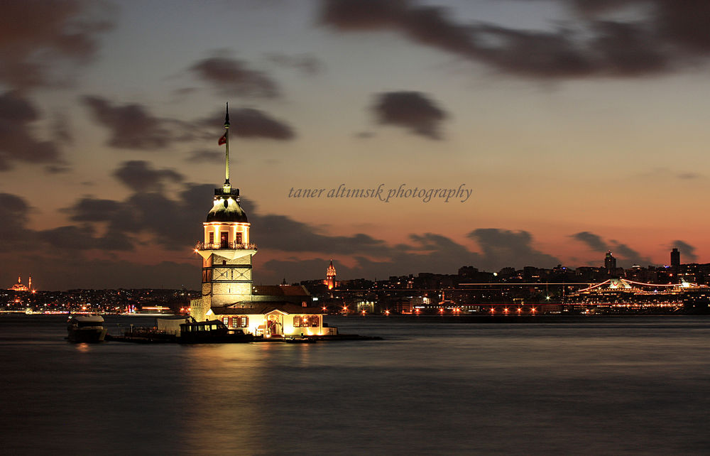 Maiden's Tower / İstanbul / Turkey by Goldenlight