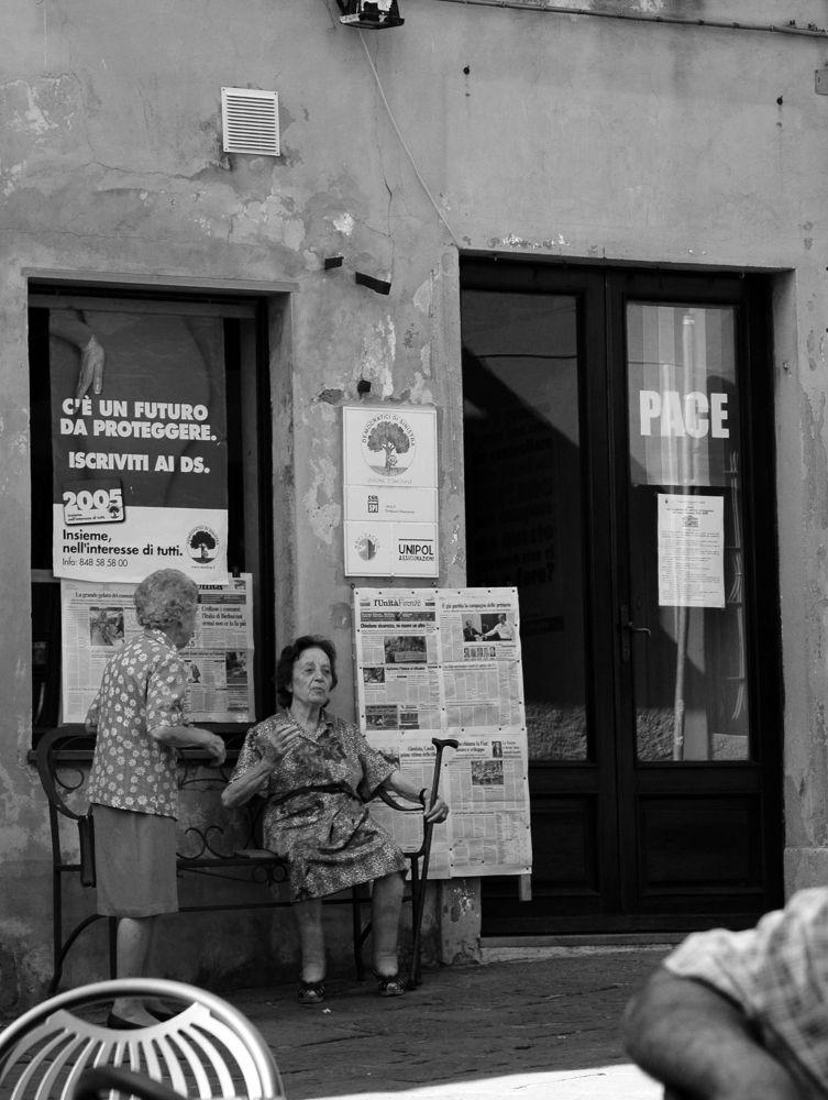 Castagneto_street.jpg by ralfhoelz