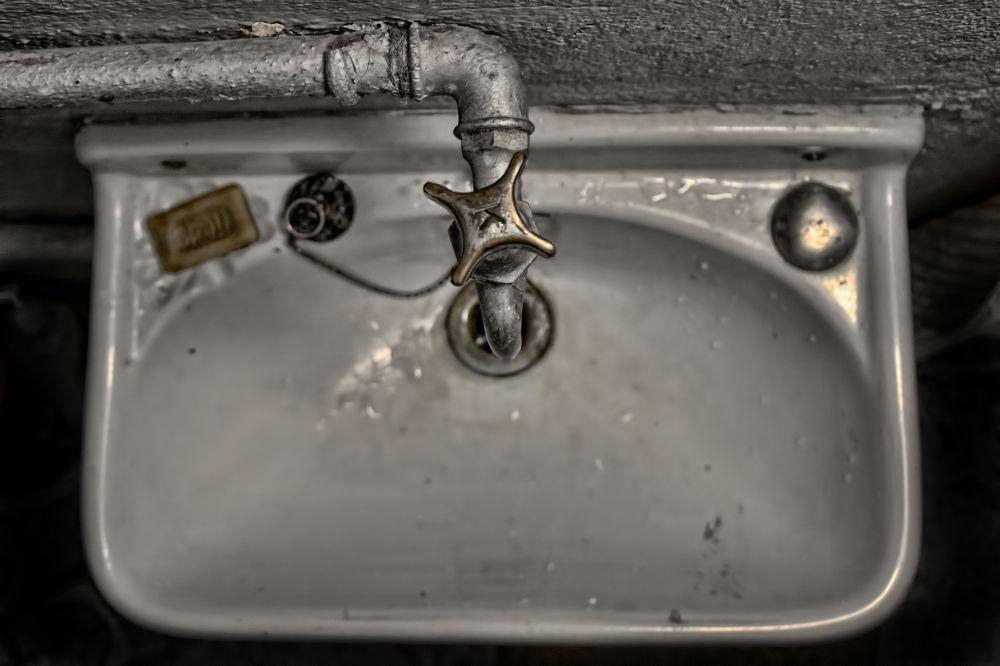 Wash I  sink?! by Lizzy