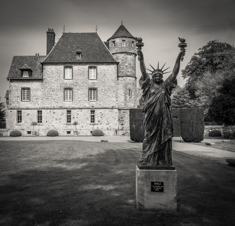 Photo in Black and White #france #normandy #normandie #raw #seine-maritime #bw #statue #chateau #castle #black and white #noir et blanc #sony #sony dsc-rx100 #lightroom #lr4