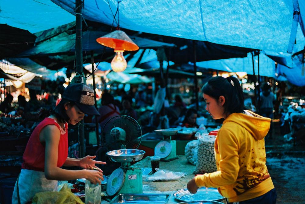 Vientiane, le marché de That Luang by SimonDelange