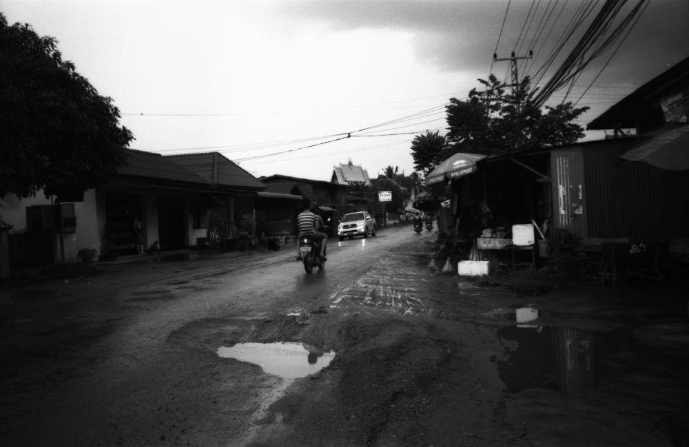 Sur la route de Ban Hom by SimonDelange