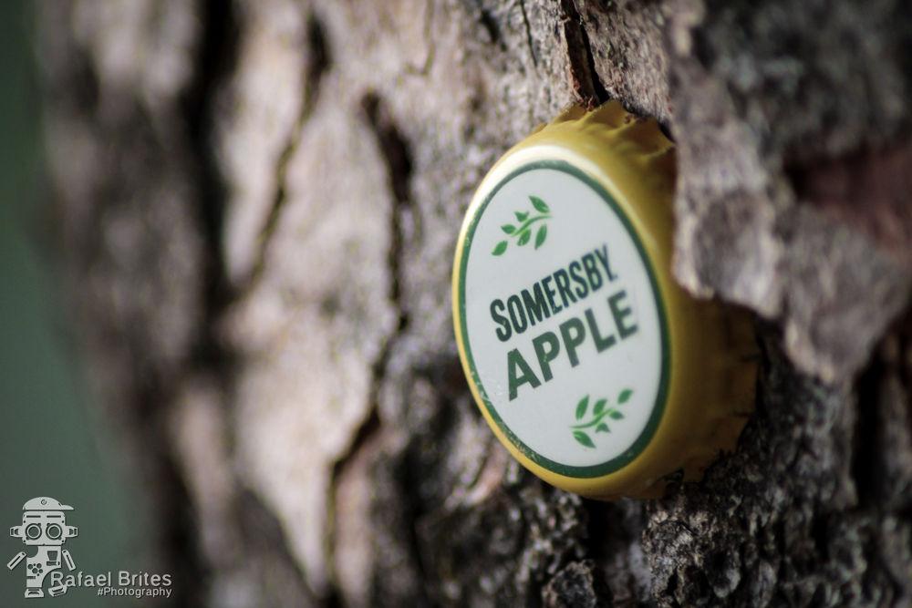 Apple by Rafael Brites