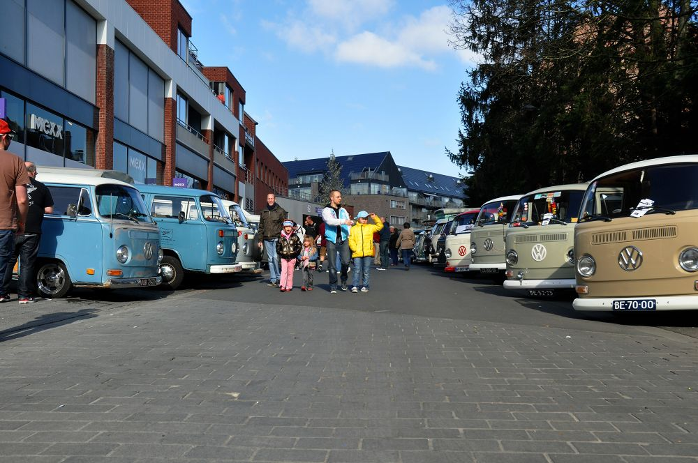 streets full with Old VW's  by Pozofolio