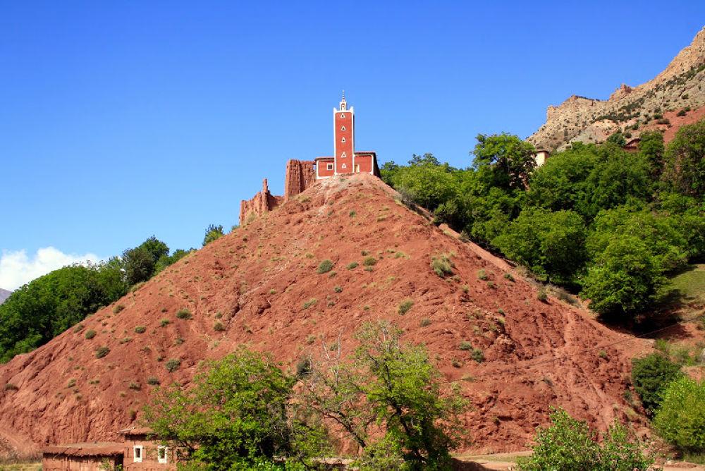 La mosquée rouge, la vallée d'Aït Bou Oulli  by Hassane Monkachi
