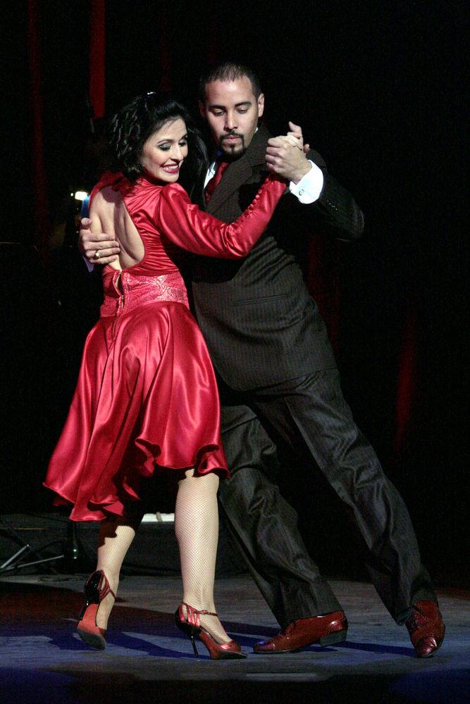 Tango danza en el teatro Margarita Xirgu by GUSTAVO2004