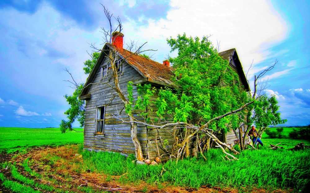 BeFunky_nature-landscapes_widewallpaper_an-old-house_23998 by JimmyWalter