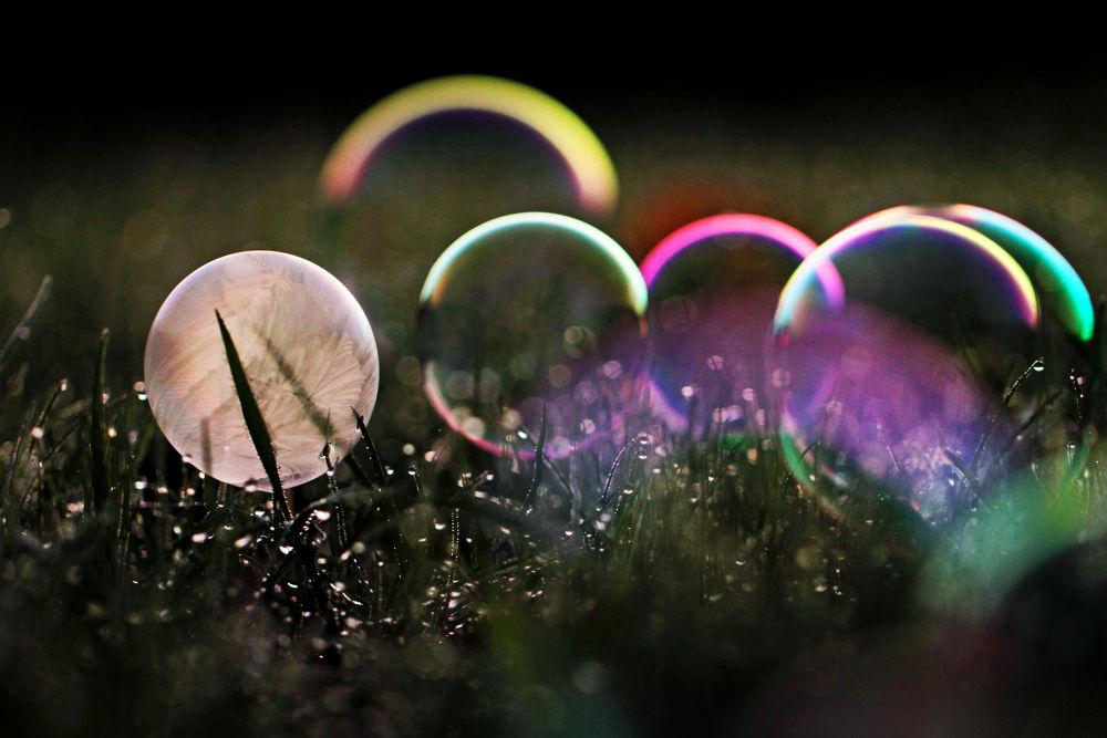 frozen bubble by Photos by Johanna Mahlamäki