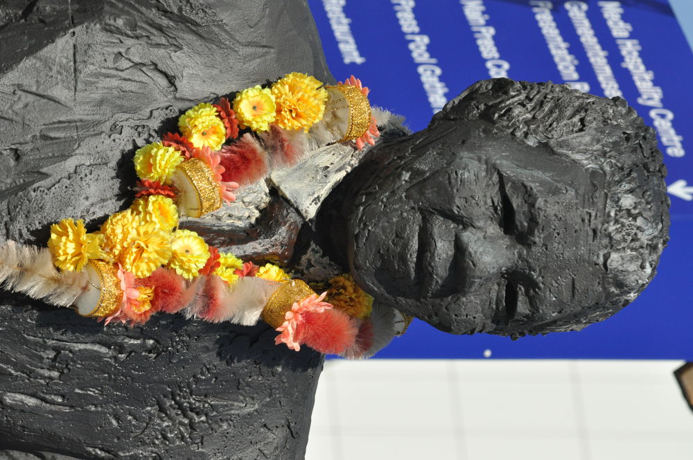Mandela statue in The Hague  by Richard Peter Mulder
