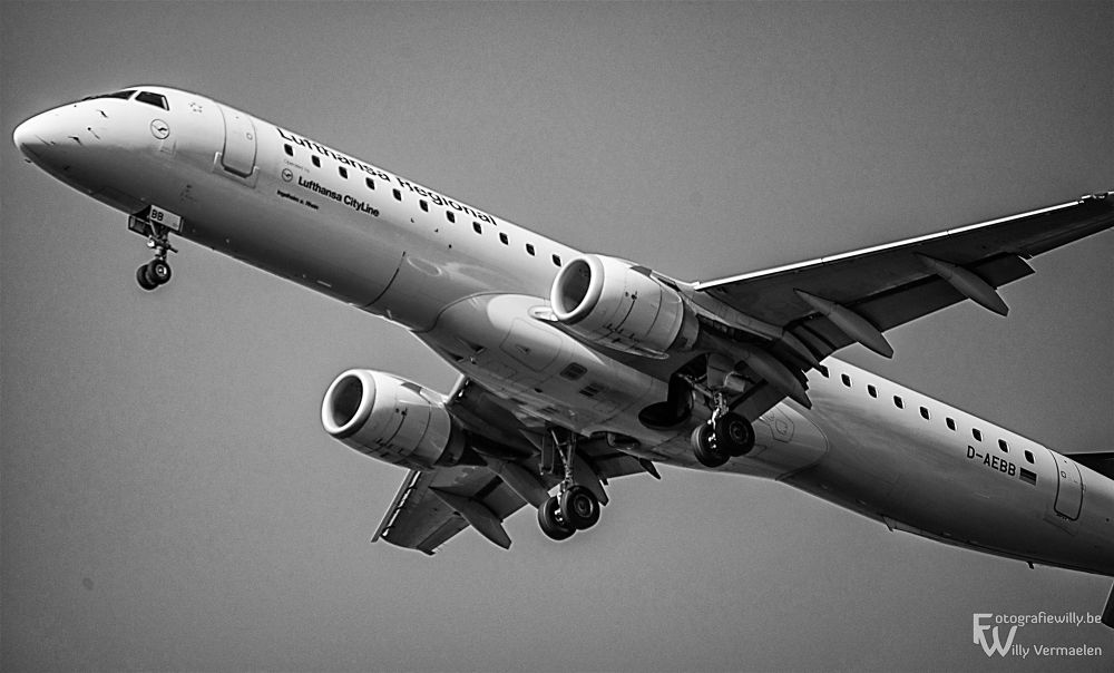 Take  off from Zaventem airport by fotografiewilly