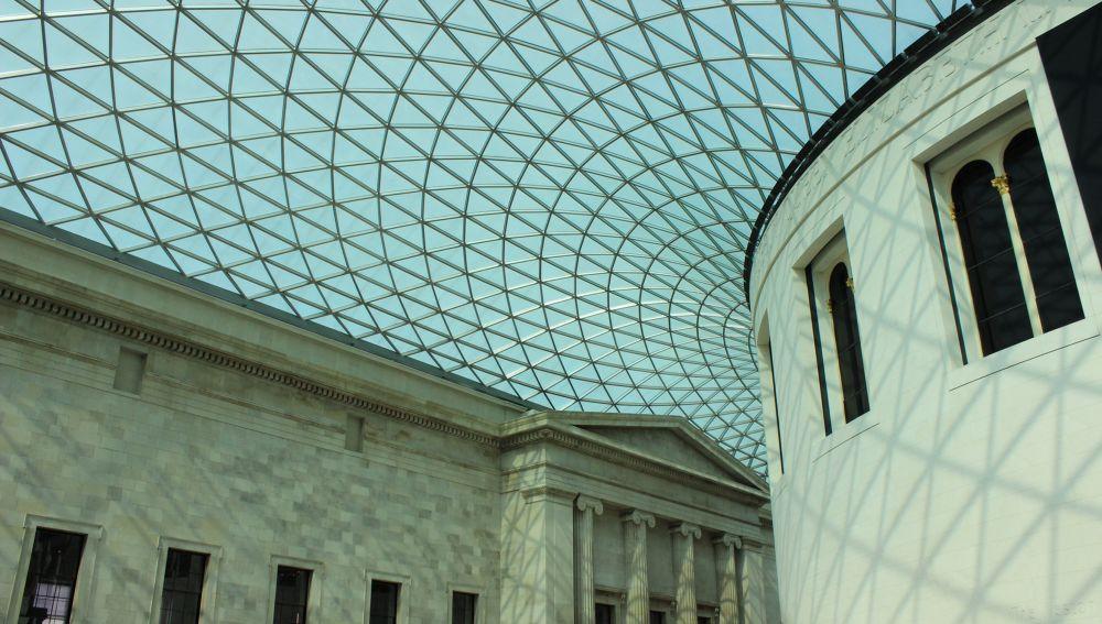 British museum roof. by Erol Hasan