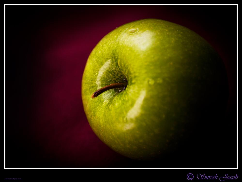 An apple  a day .... by Jacob Fotografer