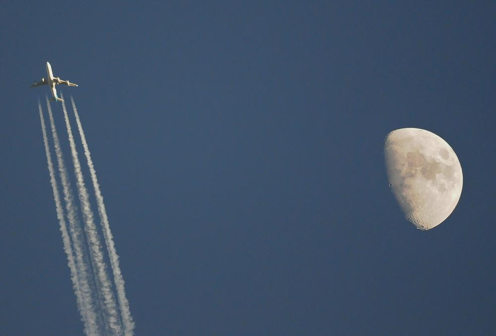 Fly me to the moon by james20