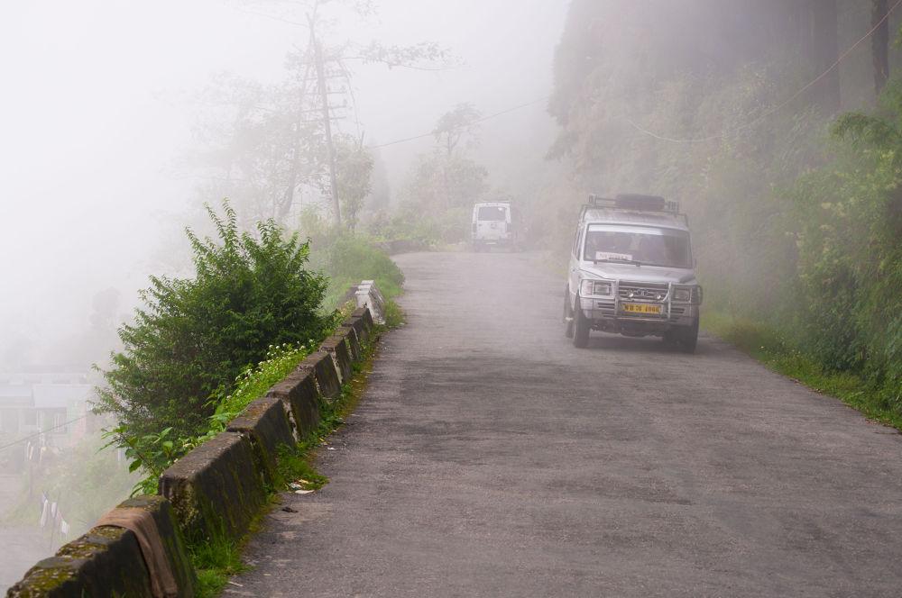 Mountain roads to Darjeeling by prabirbsen