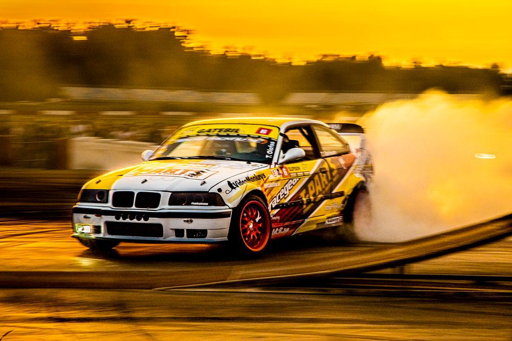 Drift BMW E36 in Sunset