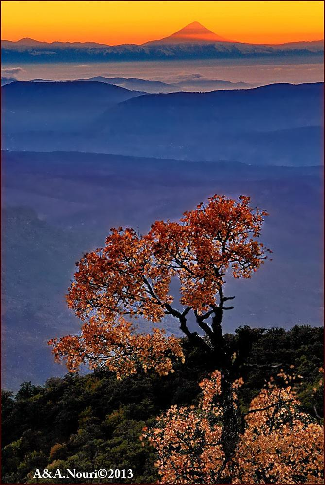 damavand and autumn by Akbar Nouri