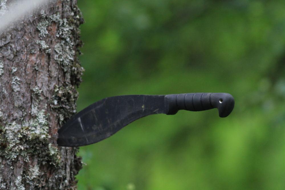 this is a kabar kukri machete great chopping tool !! higly recomended by vidar mathisen