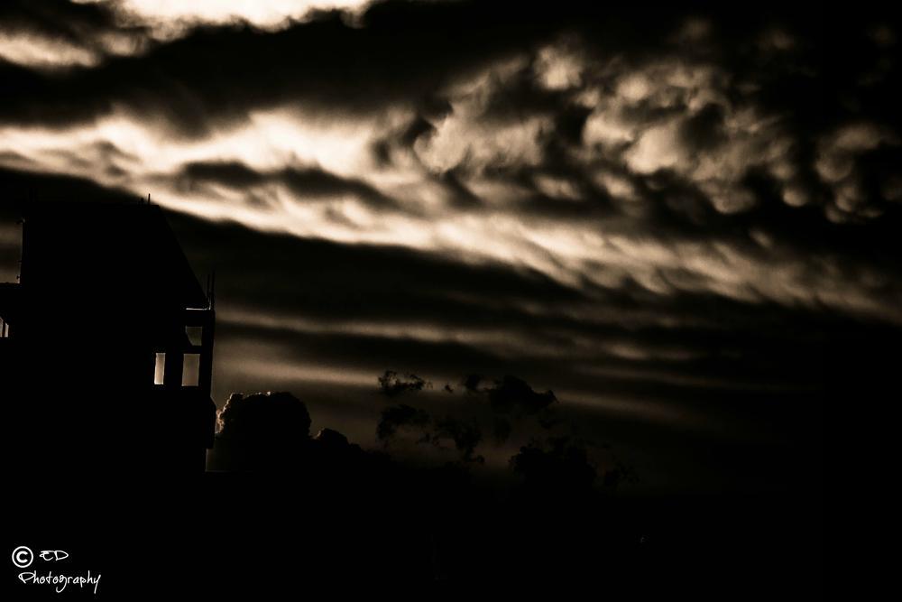 Dark Sky by Tåñvïr Ømï